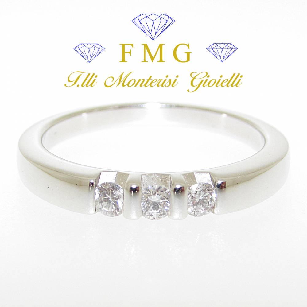 Anello trilogy diamanti rotondo brillante carati 0,15 colore G purezza VVS1.